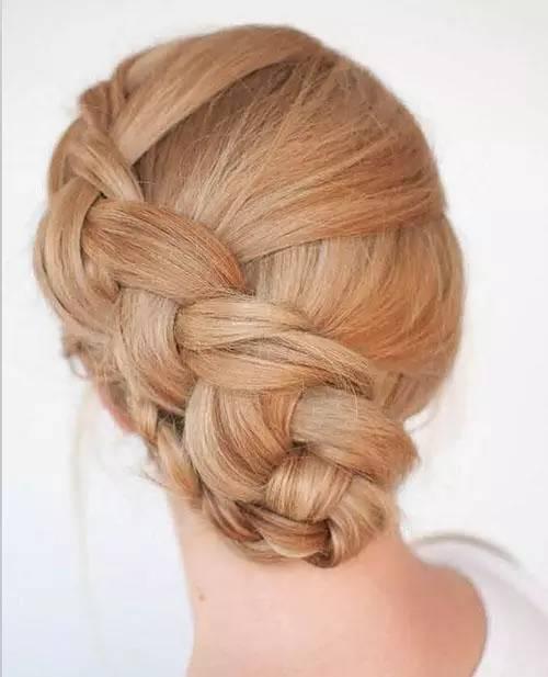 不动刀提升颜值的好方法就是换一款好看的发型